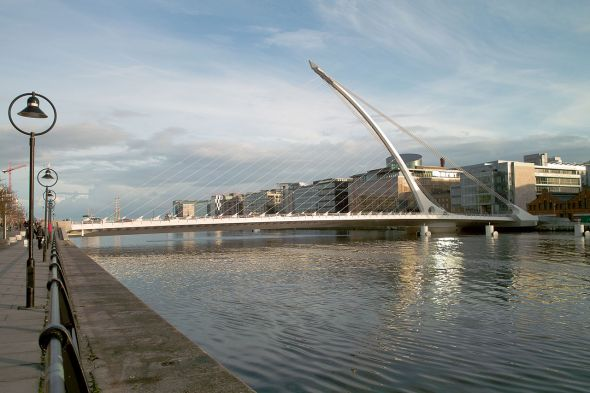 1280px-The_Samuel_Beckett_Bridge