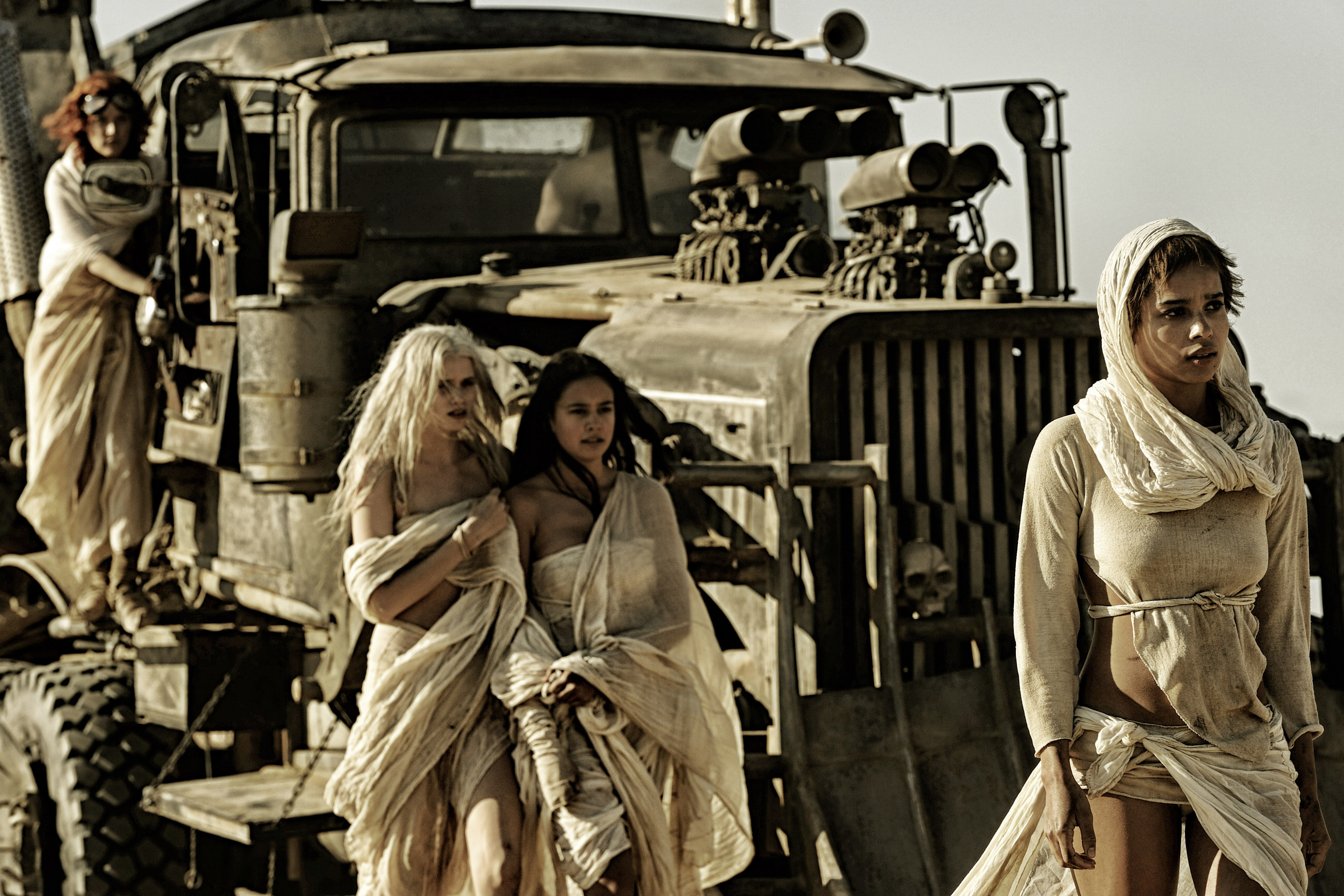 MAD MAX: FURY ROAD - 2015 FILM STILL - Photo Credit: Jasin Boland © 2015 WV FILMS IV LLC AND RATPAC-DUNE ENTERTAINMENT LLC - U.S., CANADA, BAHAMAS & BERMUDA © 2015 VILLAGE ROADSHOW FILMS (BVI) LIMITED - ALL OTHER TERRITORIES