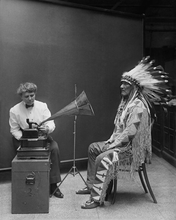 800px-Frances_Densmore_recording_Mountain_Chief2